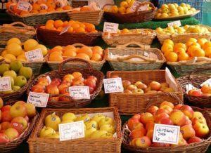 Obststand mit Zitrusfrüchte