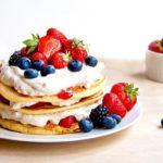 Pfannkuchen mit Erdbeeren