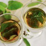 Detoxen mit Wasser und Tees