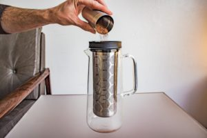 Kaffeepulver einfüllen