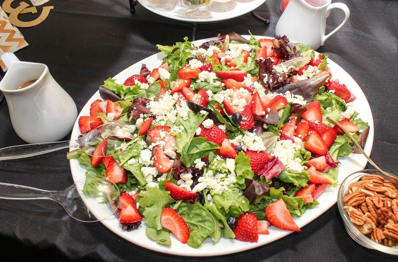 Erdbeer Salat mit Feta Rezept