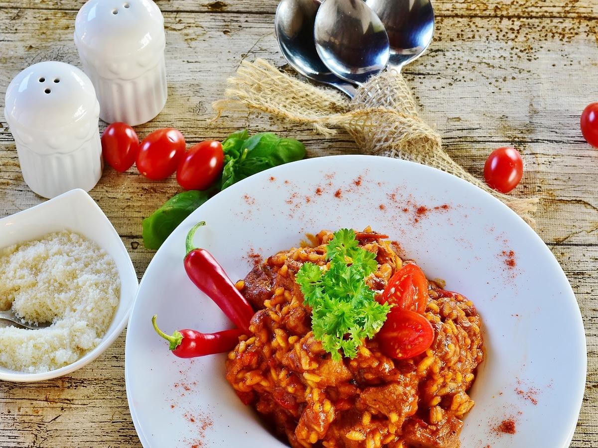 Hauptspeise mit Tomaten
