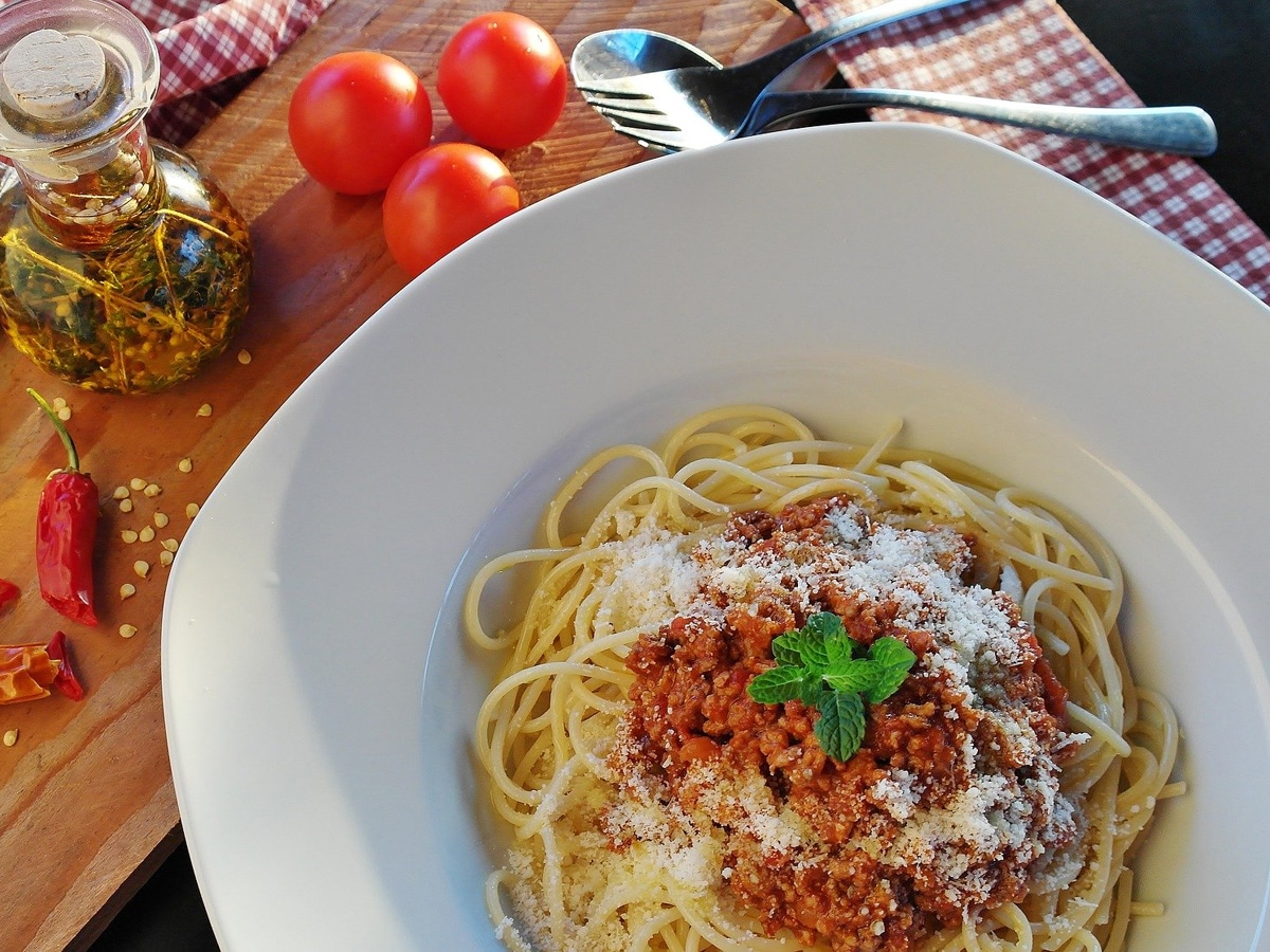 Nudeln mit Tomate