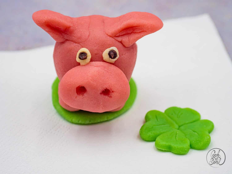 Glücksschweinchen aus Marzipan selber machen
