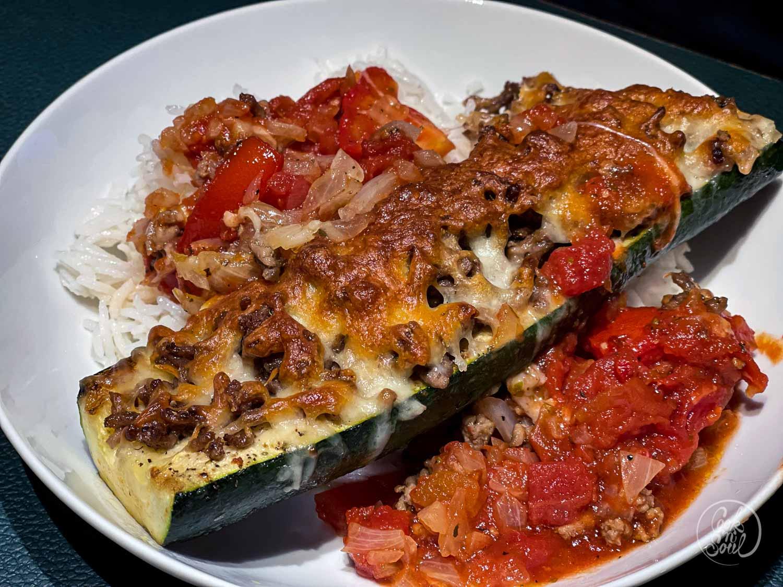 Überbackene Zucchini mit Hackfleisch aus dem Ofen